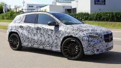 Mercedes GLA AMG: collaudo dei prototipi camuffati