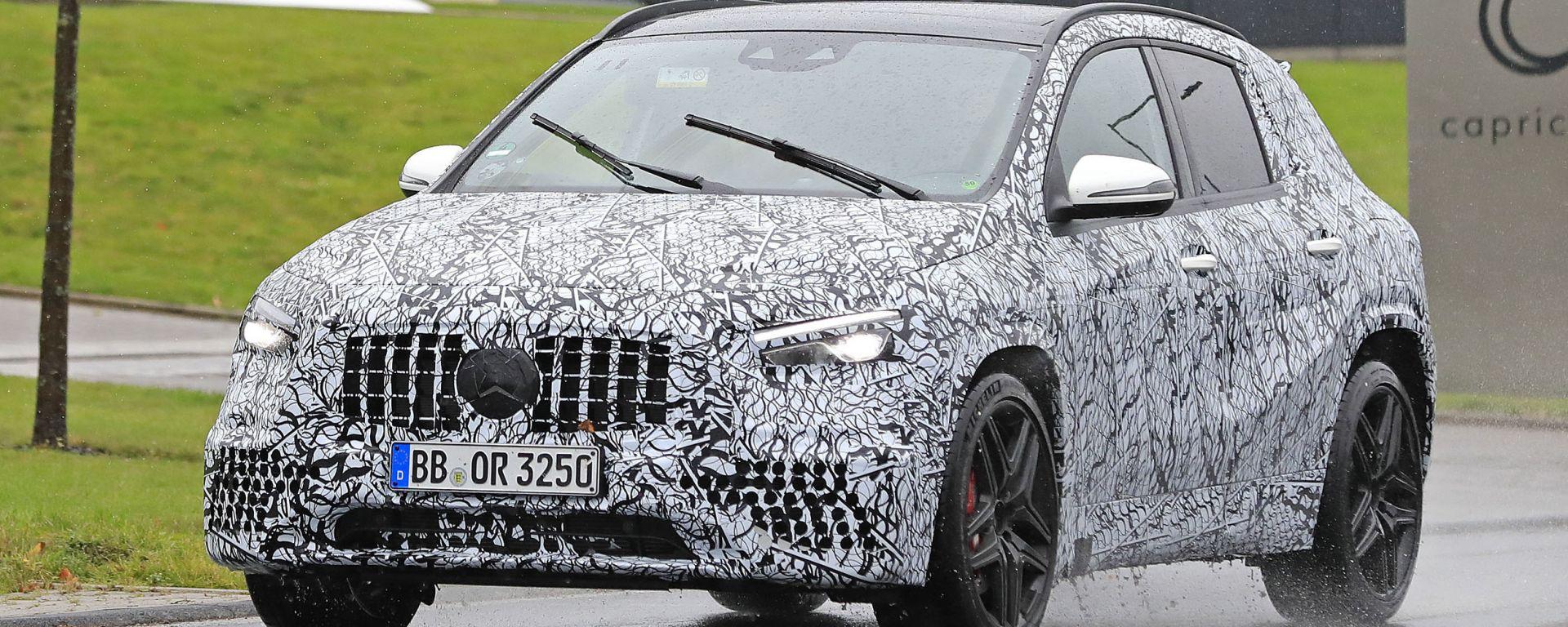 Mercedes GLA AMG45 2020: visuale di 3/4 anteriore