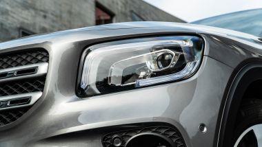 Mercedes GLB 200d Automatic: i fari full LED e i sensori di parcheggio sono di serie sulla Sport Plus