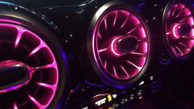 Mercedes GLB 200d Automatic: le bocchette di ventilazione retroilluminate