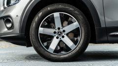 Mercedes GLB 200d: i cerchi in lega leggera da 18