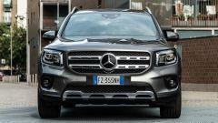 Mercedes GLB 200d: sul cofano si vedono bene i