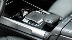 Mercedes GLB 200d: sul tunnel c'è il touchpad per gestire l'infotainment