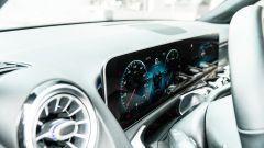 Mercedes GLB 200d: un dettaglio del doppio display per cruscotto e sistema multimediale