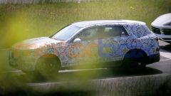 Mercedes GLC 2022 appare allungata negli sbalzi e forse anche nel passo