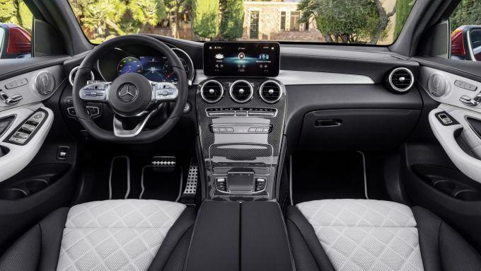 Mercedes GLC: gli interni