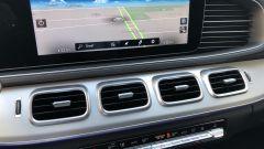 Mercedes GLE 350 de 4Matic: il touchscreen con il navigatore attivo e le 4 bocchette centrali di aerazione