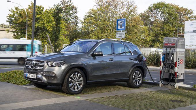 Mercedes GLE 350 de 4matic: solo mezz'ora per ricaricarla dalle colonnine fastcharge
