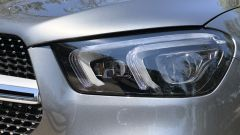 Mercedes GLE 350 de 4Matic: un dettaglio del faro anteriore full LED