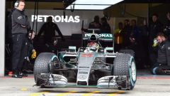 Mercedes in pista sul bagnato con Wehrlein