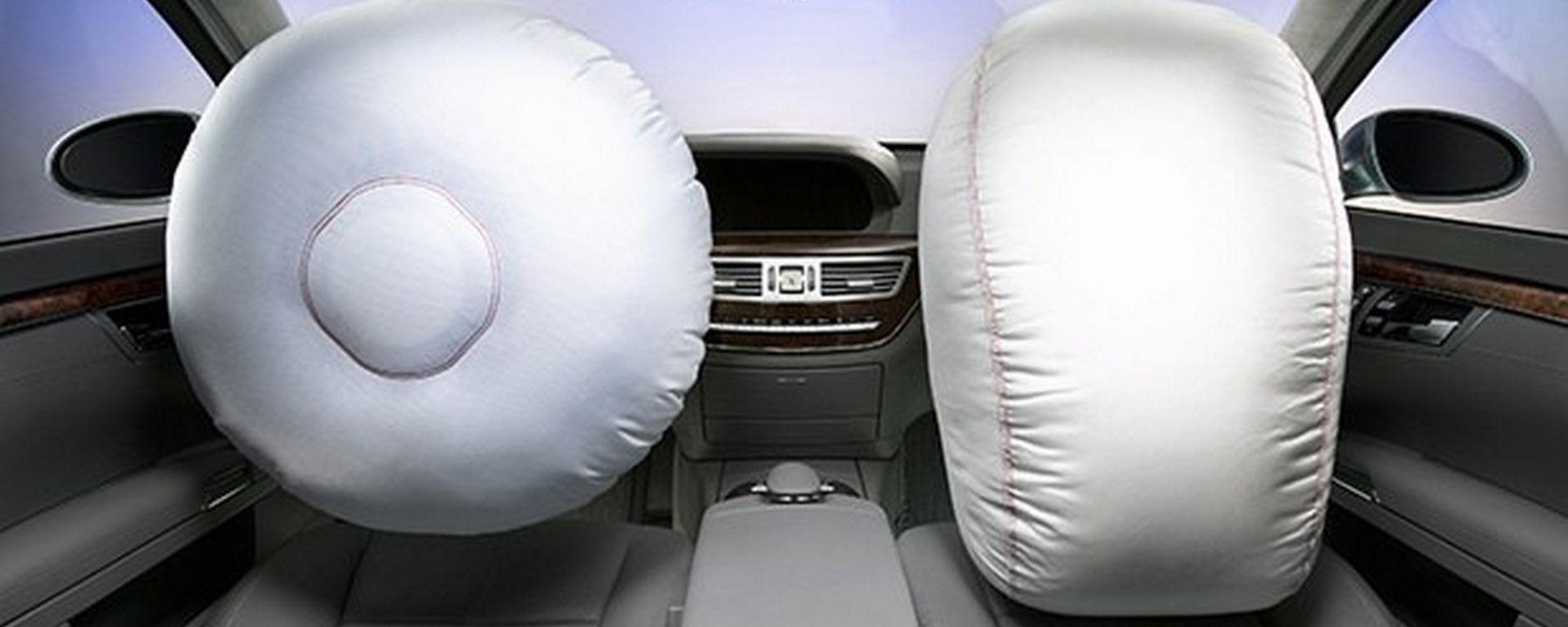 Mercedes, maxi-richiamo causa airbag difettosi