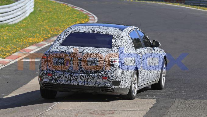 Mercedes-Maybach Classe S 2021: in pista per i collaudi dei prototipi