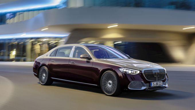 Mercedes-Maybach S 2021: visuale di 3/4 anteriore