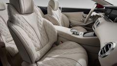 Mercedes-Maybach S 650 Cabriolet: loghi Mercedes-Maybach sui sedili e sul retro del poggiatesta