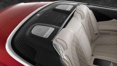Mercedes-Maybach S 650 Cabriolet: sedili posteriori e alloggiamento capote
