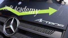 Mercedes Truck: passi avanti verso la sicurezza - Immagine: 24