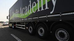 Mercedes Truck: passi avanti verso la sicurezza - Immagine: 16