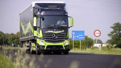 Mercedes Truck: passi avanti verso la sicurezza - Immagine: 11
