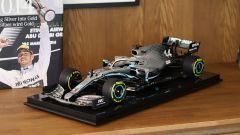 Mercedes W10 di Lewis Hamilton sul piedistallo