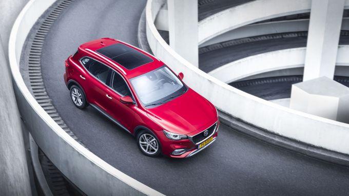 MG Motor, il SUV plug-in EHS: visuale dall'alto