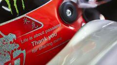 Michael Schumacher e il suo casco speciale per l'ultima gara del 2012