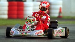 Michael Schumacher in azione con il suo go-kart (2001)