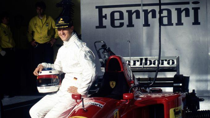 Michael Schumacher in bianco sulla Ferrari 412 T2 | Foto: Girardo.com