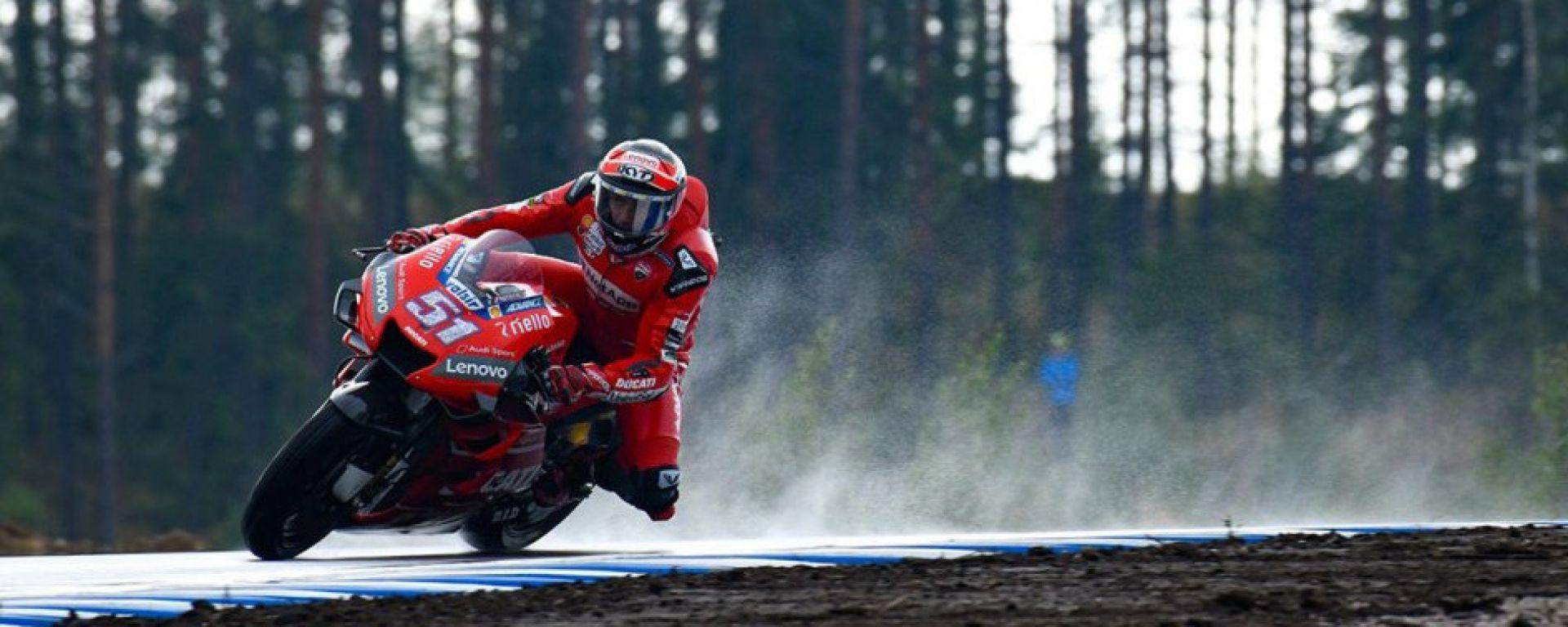 Michele Pirro con la Ducati ai test al Kymi Ring del 2019