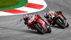 Michele Pirro (Ducati) e Bradley Smith (Aprilia) impegnati nel GP di Stiria 2020