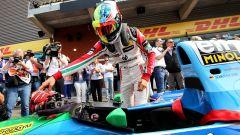 Mick Schumacher entra nell'abitacolo della Benetton