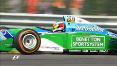 Mick Schumacher porta in pista la Benetton B194 del padre