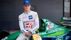 Mick Schumacher sulla Jordan 191 di papà Michael a Silverstone 2021