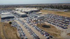 Tesla e la grana consegne, esplode il caso dei maxi parcheggi - Immagine: 1