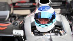 Mika Hakkinen al volante di una delle sue storiche McLaren da F1