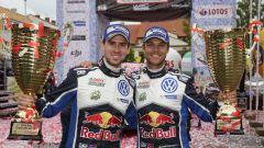 Mikkelsen e Jaeger festeggiano dopo la vittoria al Rally di Polonia