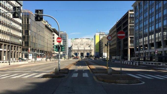 Milano ad aprile, strade deserte