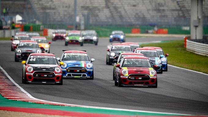 Mini Challenge Italia 2019, la partenza della gara di Misano