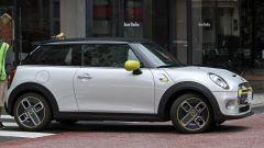 Mini Cooper E: la prima Mini 100% elettrica vista laterale
