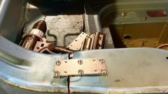 Mini Cooper S: dopo averla segata la Mini è stata rimessa in piedi così, tra staffe e bulloni