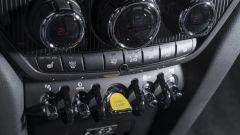 Mini Cooper S E Countryman ALL4: il pulsante di avviamento è colorato di giallo