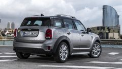 Mini Cooper S E Countryman ALL4: vista 3/4 posteriore