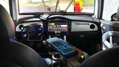 Mini Cooper S simulatore: l'abitacolo è rimasto abbastanza fedele se escludiamo volante, pedali... tastiera e tablet