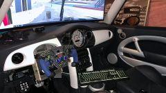 Mini Cooper S: spicca il volante in stile F1 nell'abitacolo