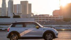 Mini Cooper SE 2020 vista laterale