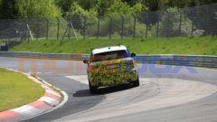 Mini Countryman 2021, foto spia al Nurburgring: vista posteriore