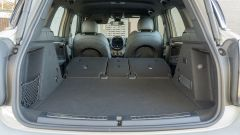 Mini Countryman SE All4 plug-in hybrid: il bagagliaio con i sedili reclinati