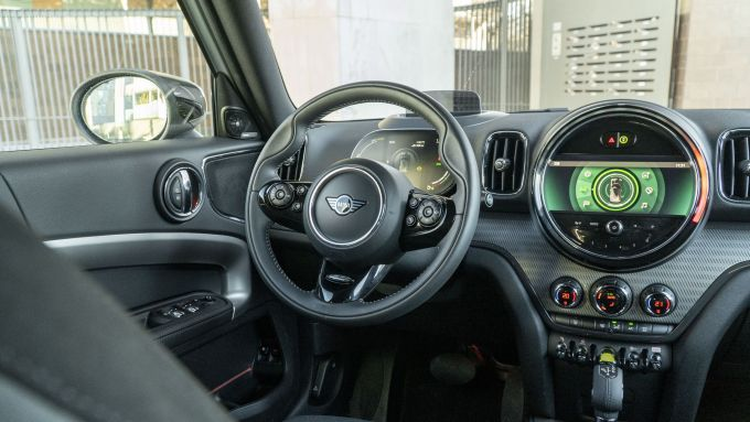 Mini Countryman SE All4 plug-in hybrid: il posto di guida