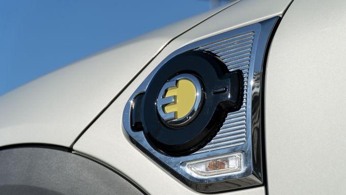 Mini Countryman SE All4 plug-in hybrid: la presa di ricarica