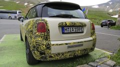 Mini Cooper SE, l'elettrica mostra i muscoli. E in un video... - Immagine: 25