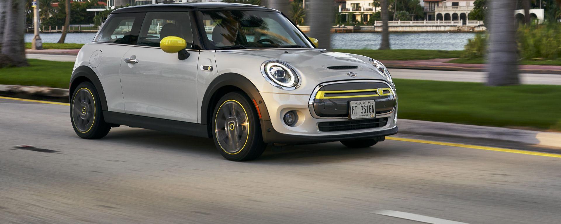 Mini Full Electric: il 3/4 anteriore